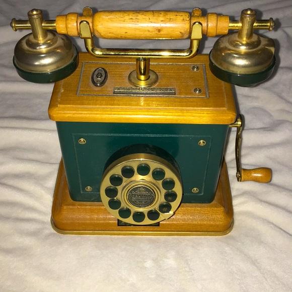 Vintage 1920's style telephone Thomas Ltd edition